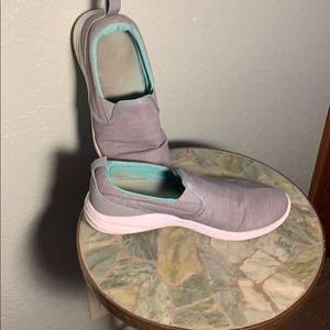 Size 8.5 - Vionic Agile Kea - slip on